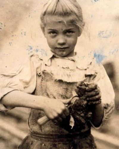 Oyster shucker, 1913